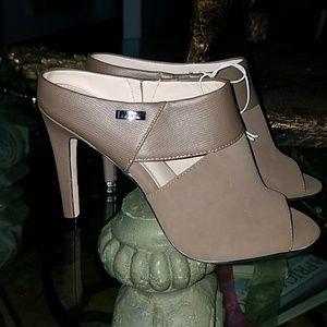 NEW Calvin Klien heels sz 7